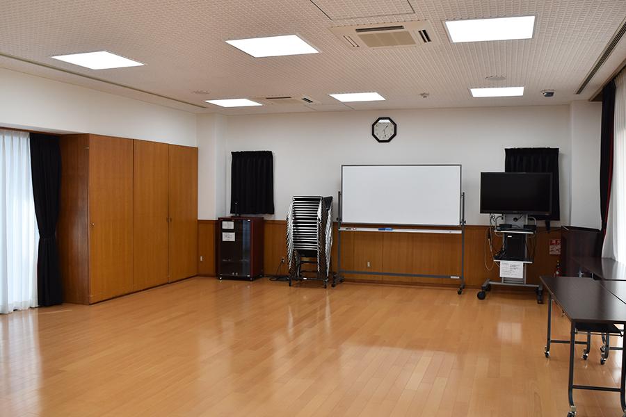 神戸市魚崎財産区 横屋会館 : 集会室